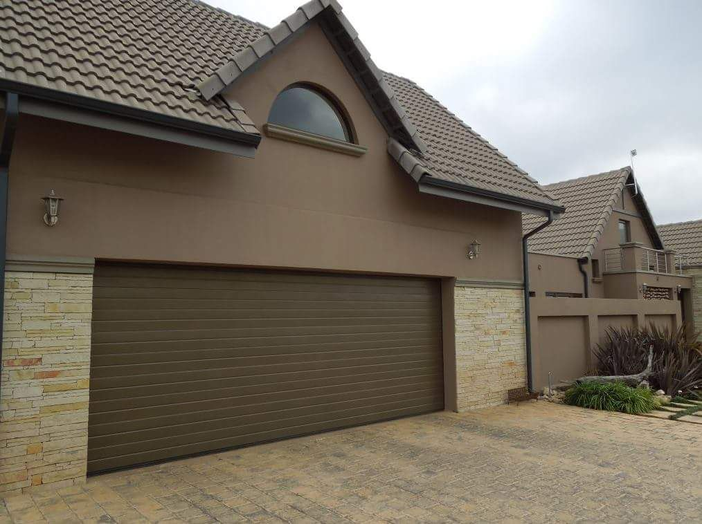 double-alu-zink-garage-door-installed-no-motor