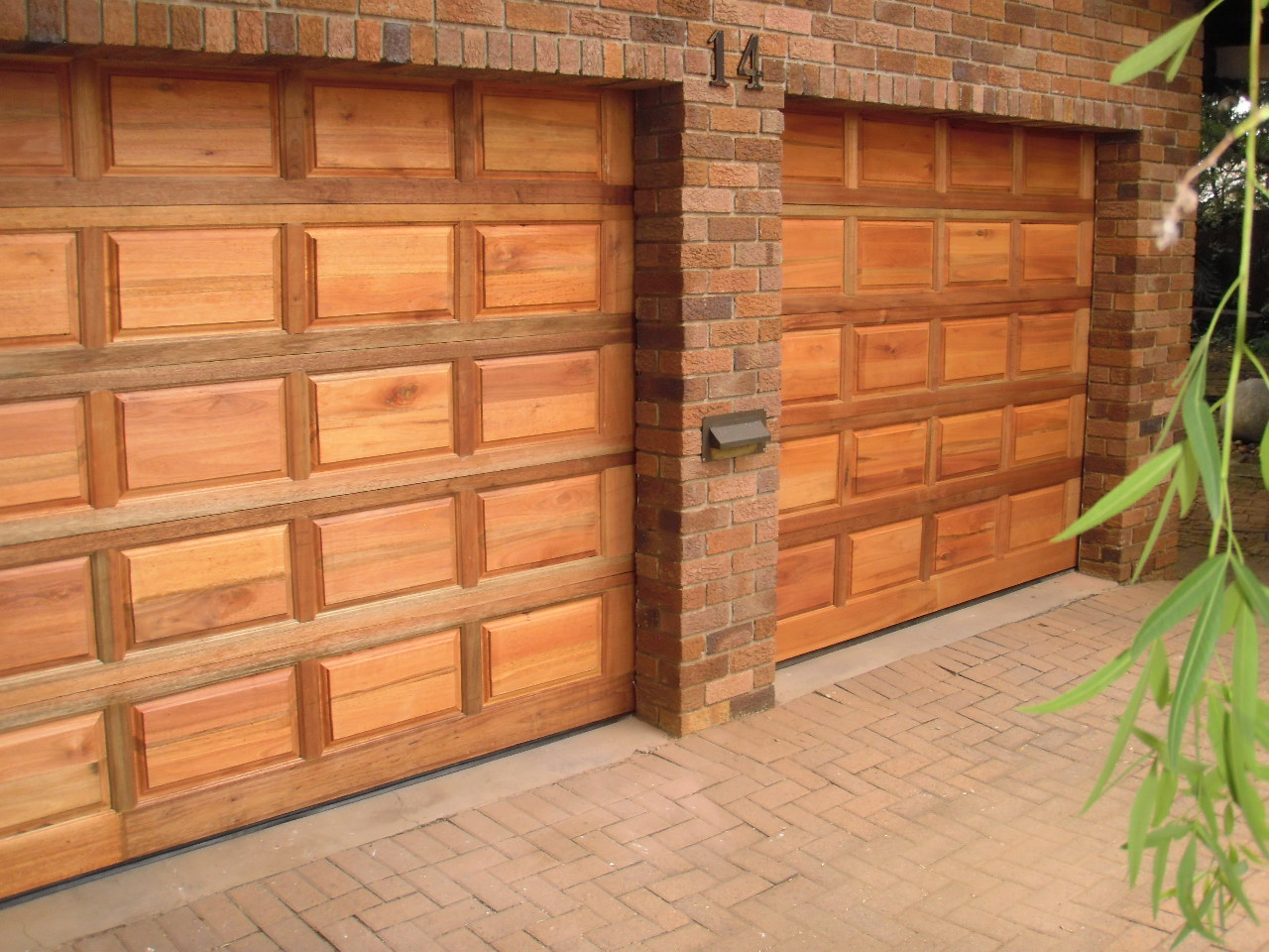wooden-single-garage-doors