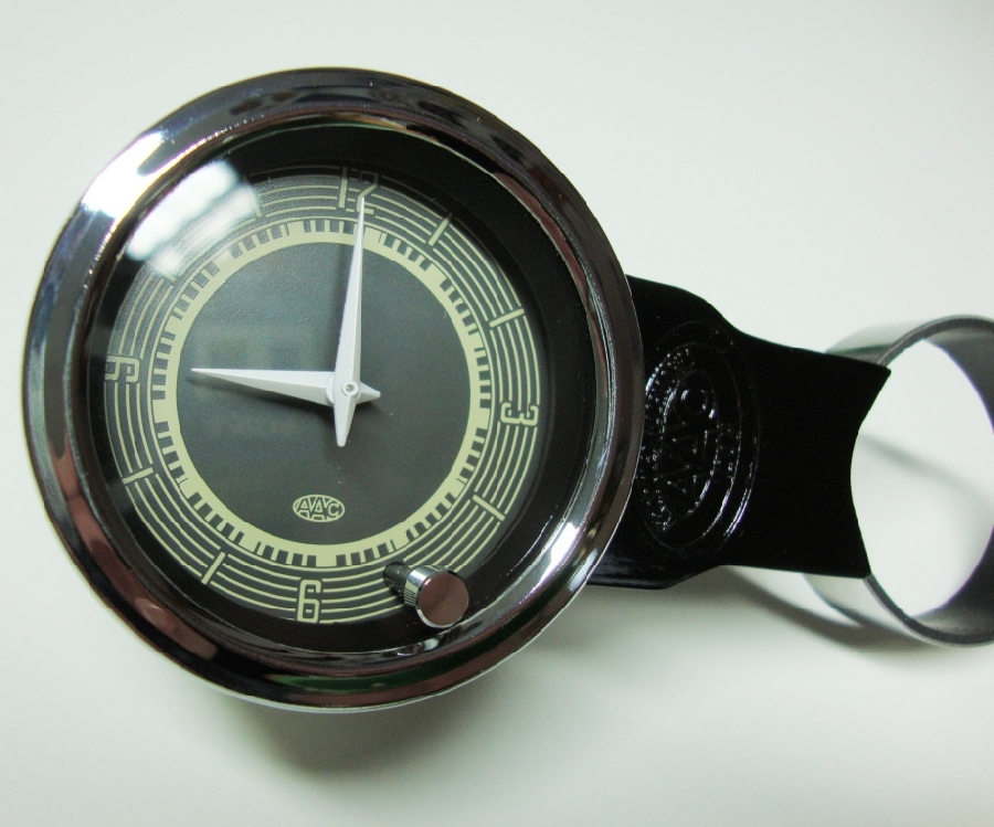 aac053--vintage-clock-fits-into-gauge-holders-or-52mm-aperture-each