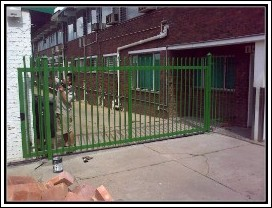 installation-of-steel-gates
