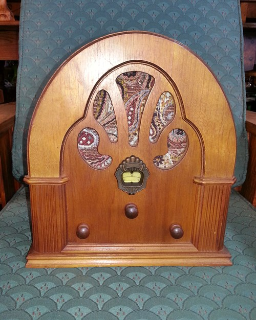 old-styled-radio-10529