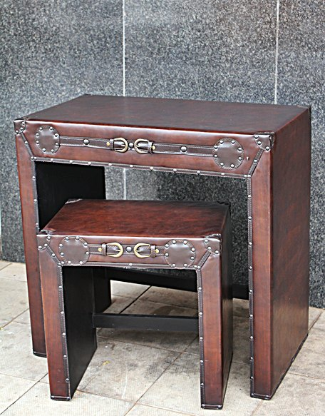 small-desk-and-stool--nr-10353