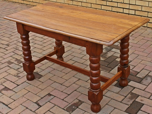 kitchen-table-bobbin-leg-