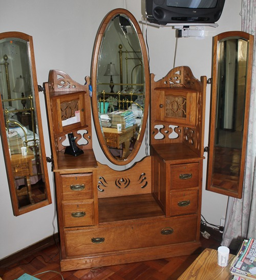 oak-oval-mirror-dressing-table-sold