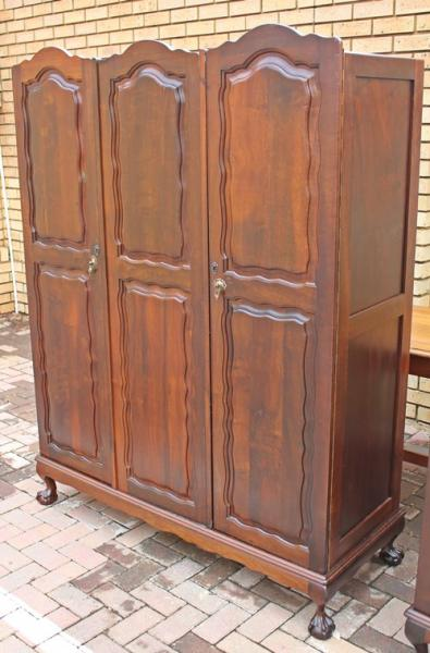three-door-wardrobe-8120