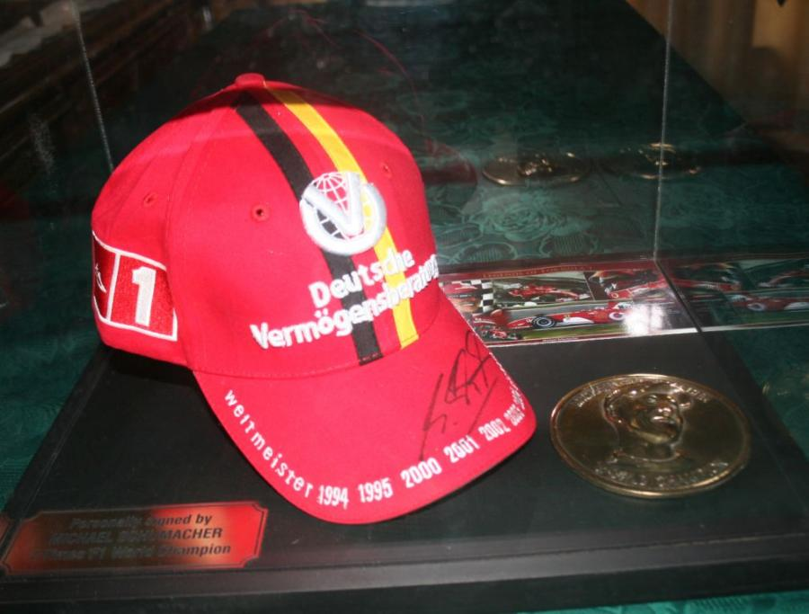 schumacher-signed-and-boxed-hat
