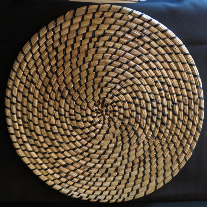 hessian-and-black-round-placemat