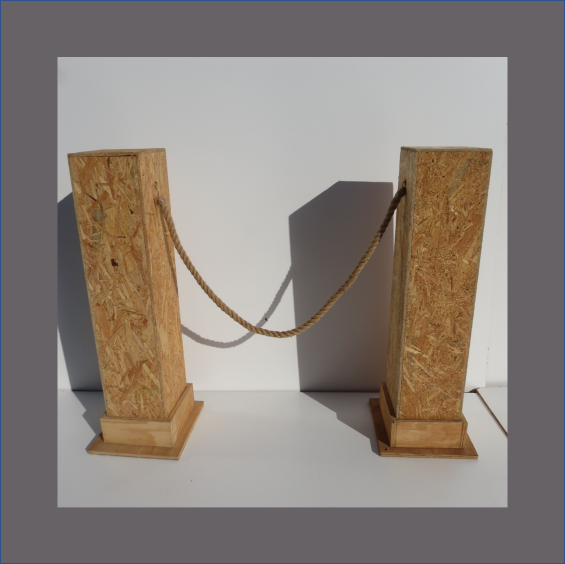 osb-stanchions-with-hessian-rope
