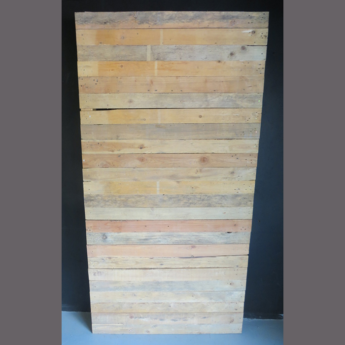 pine-slatted-screen