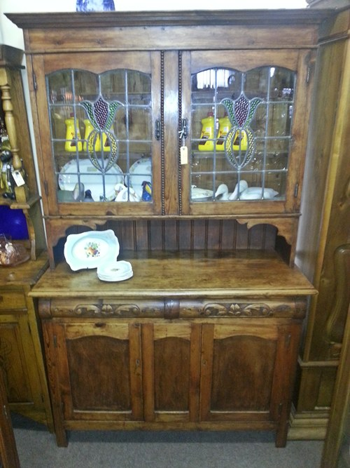 kitchen-cupboard-with-stained-glass-10952