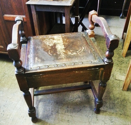 old-piano-chairstool-wad037