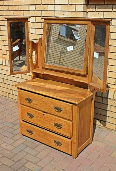 3-mirrored-dressing-table-