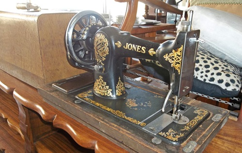 jones-sewing-masjien-9496