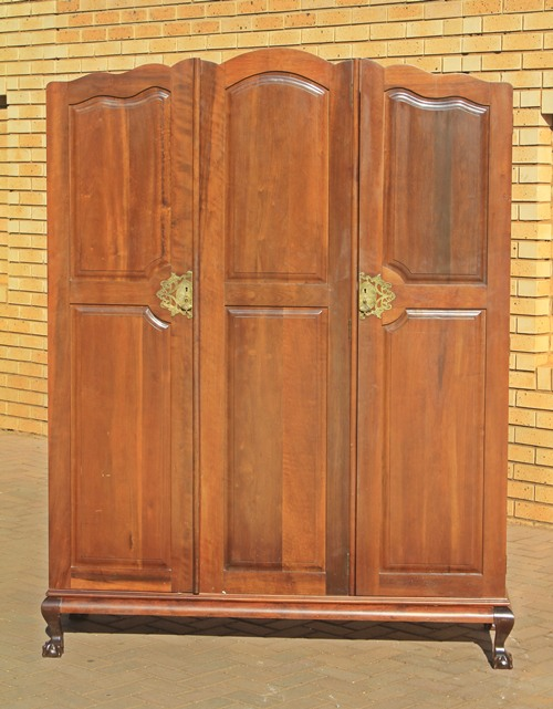 stink-wood-wardrobe-9729