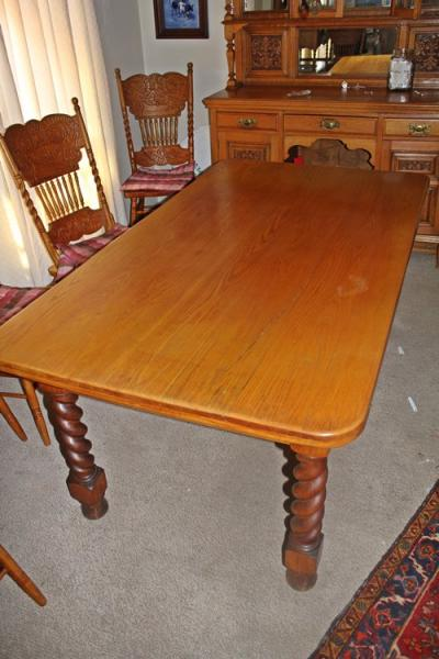 oak-dinning-room-table-sold
