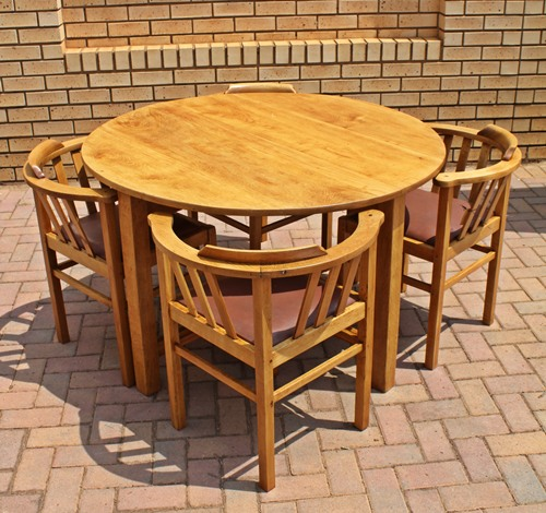 oak-round-table-and-chairs-sold