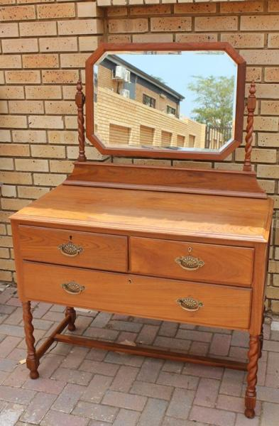 teak-dressing-table