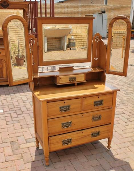 yellow-wood-dressing-table