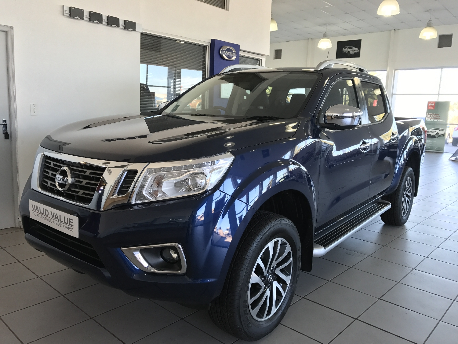 2017-nissan-navara-23-le-mt-with-leather
